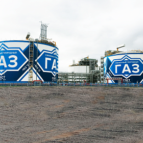 Mural application on the surface of the LNG storage tanks #2, #4. Yamal LNG