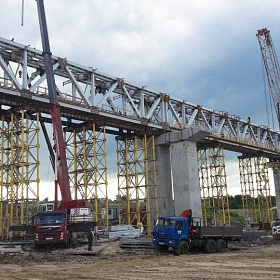 Construction of a double-track electrified section of Zhuravka-Bochenkovo. Railroad bridge